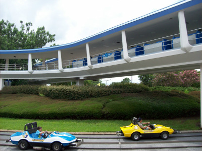 The Peoplemover transporting guests over Tomorrowland Speedway